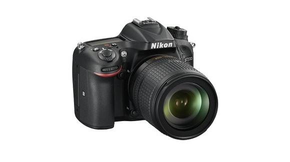 Nikon zaprezentował nową lustrzankę, mikrofon oraz kompakt