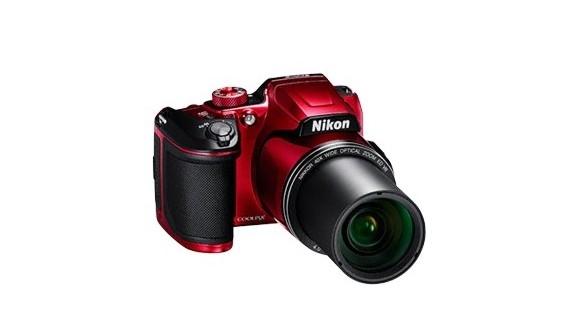 Nikon sypie kompaktami jak z rękawa!